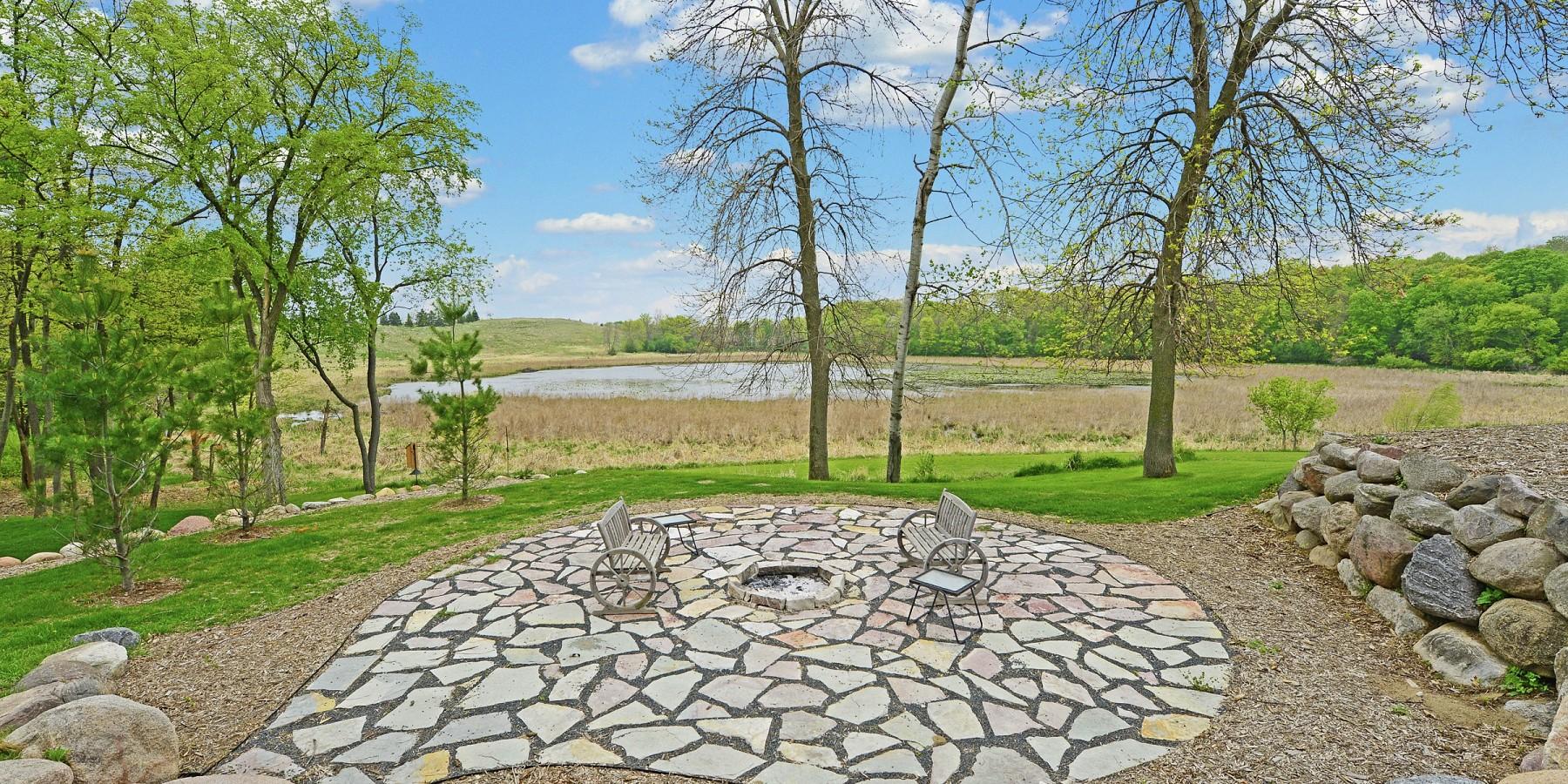 6900 Lake Harrison Circle, Chanhassen, MN 55317